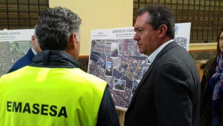 Visita Alcalde de Sevilla Obras EMASESA en el Distrito Torreblanca