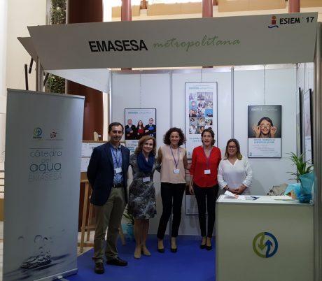 Técnicos de EMASESA en el stand de ESIEM 2017