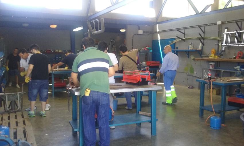 Alumnos en el curso de fontanería celebrado en el Centro de Formación del Agua