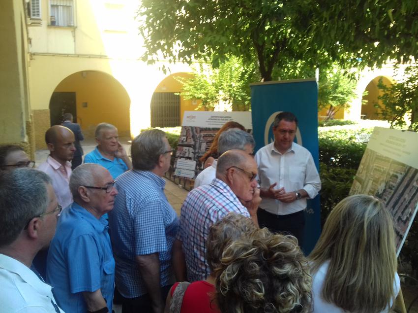 El Alcalde de Sevilla presenta a los vecinos las obras de EMASESA en las calles Abuyacub y Madre San Marcelo del distrito Macarena