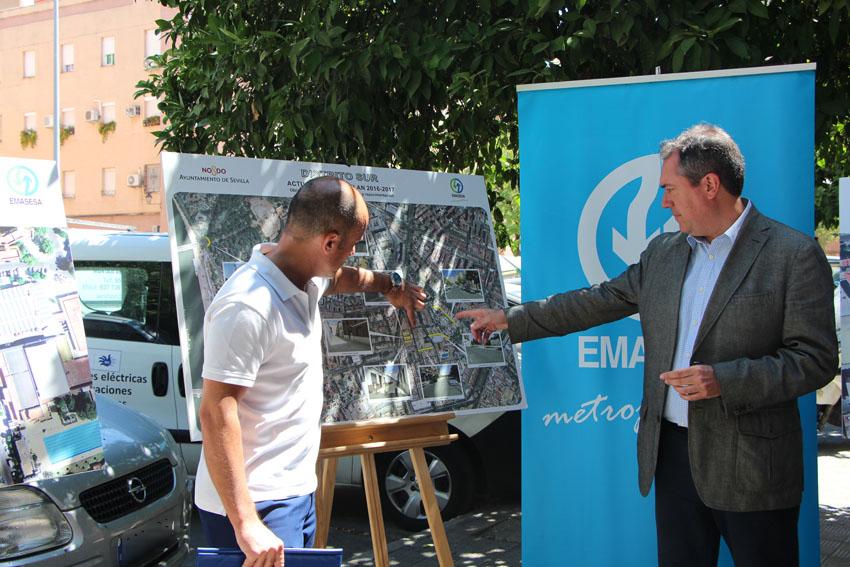 El Alcalde de Sevilla y el Coordinador de obras de EMASESA presentan a los vecinos los proyectos de mejora en la red de EMASESA en el Distrito Sur